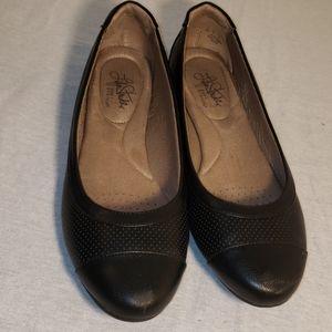 Comfortable black Flats